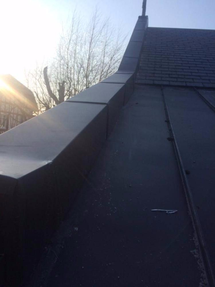 R novation d une toiture en ardoise de la chapelle au for Renovation d une toiture